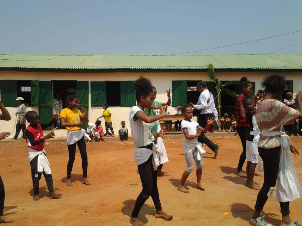 enfants epp ankadimanga dansent